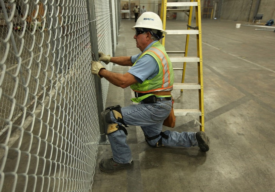 Temporary Fencing & Barricade rental service providers in your local area.